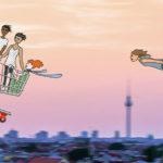 Vier gezeichnete Personen fliegen in einem Einkaufswagen am rosa Abendhimmel über Berlin entlang